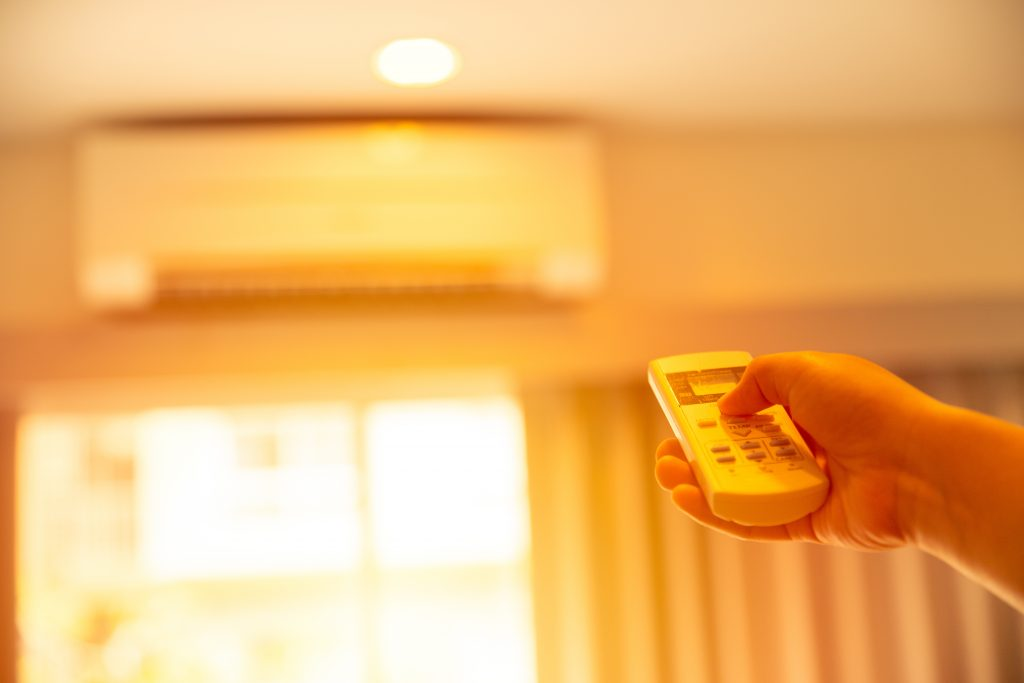 check the temperature of air conditioner