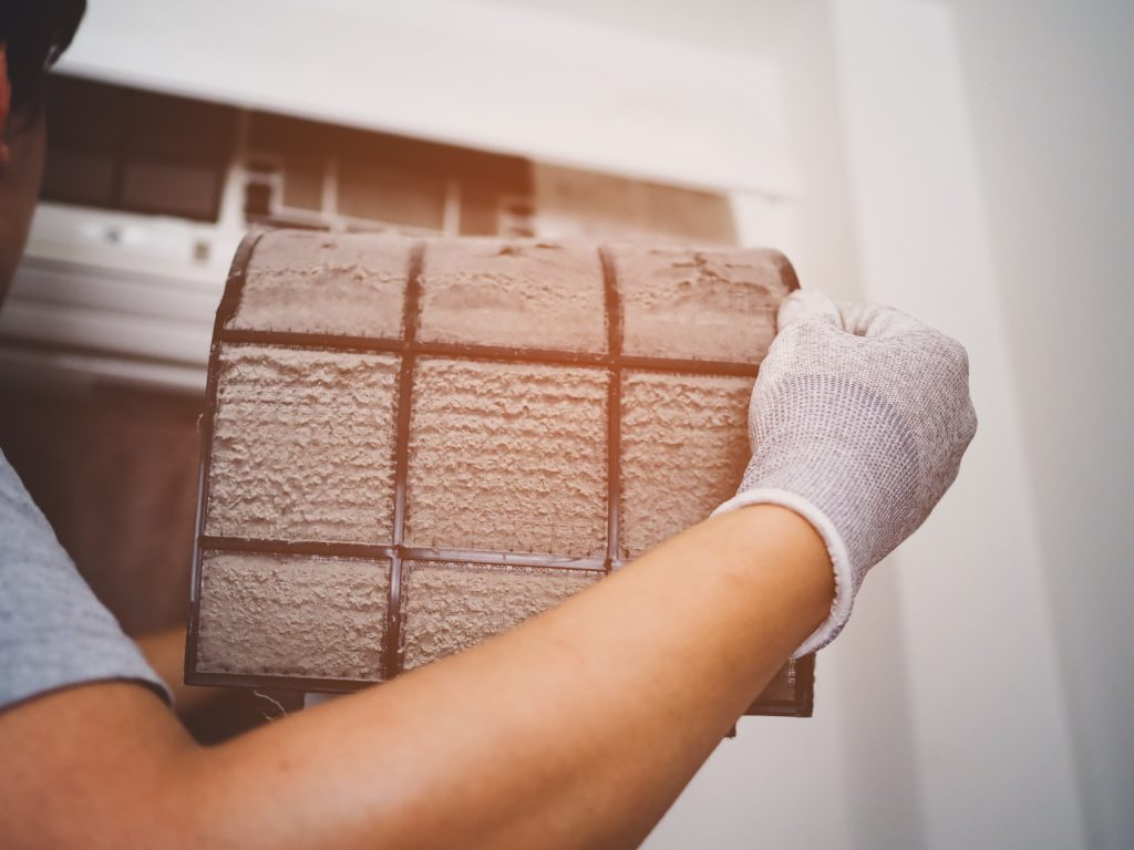 Ceaning the filter of air conditioner