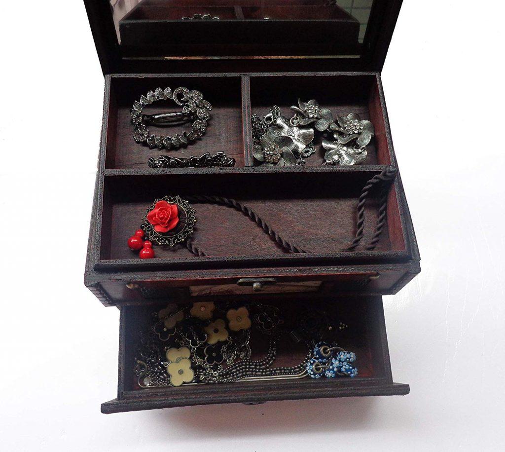 Retro vintage wooden jewelry box