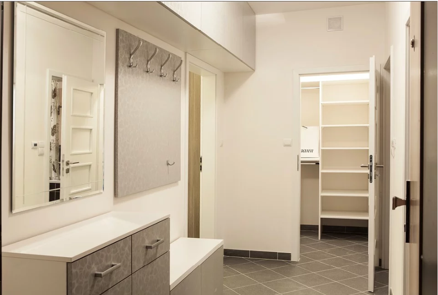 <a href='http://www.storables.com/catalog/product/view/id/7456/s/sloped-ceiling-closet-white-wire/category/14/'>Sloped Ceiling Closet: White Ventilated Shelving</a>