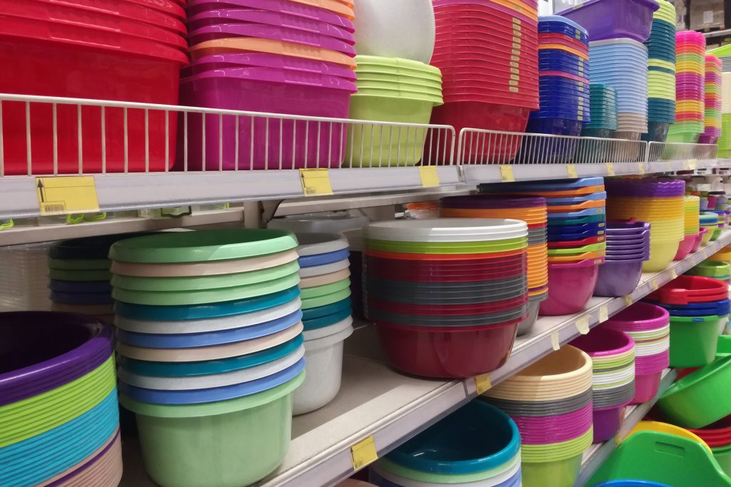 Containers made of plastics, many colors and sizes are placed in the warehouse.