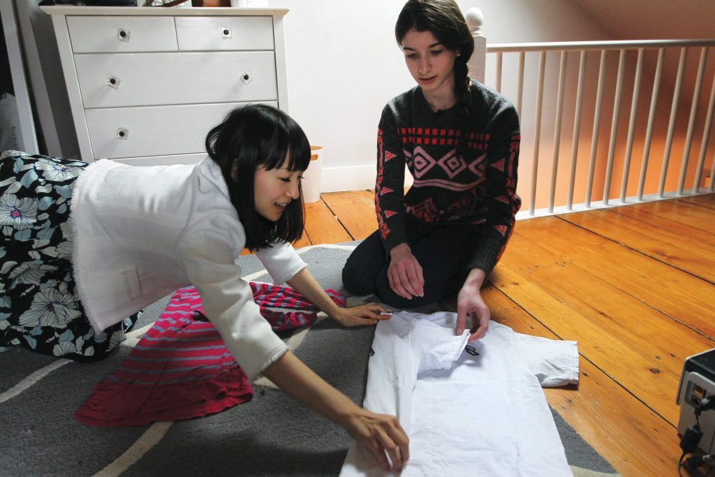 Marie Kondo helping a client to tidy up