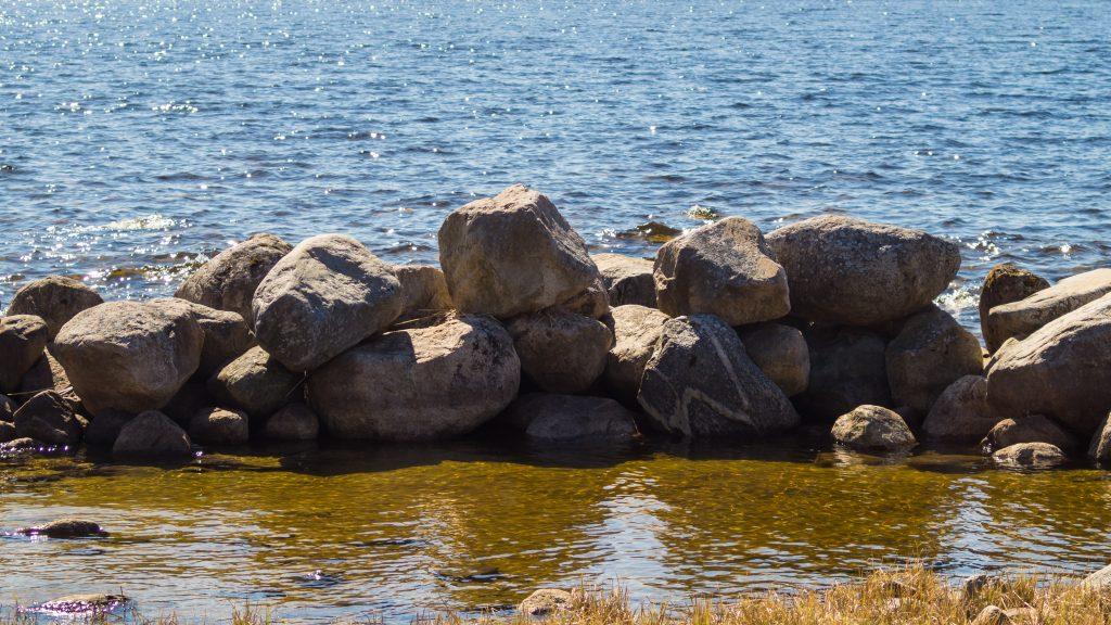 Felsendeich-Teich