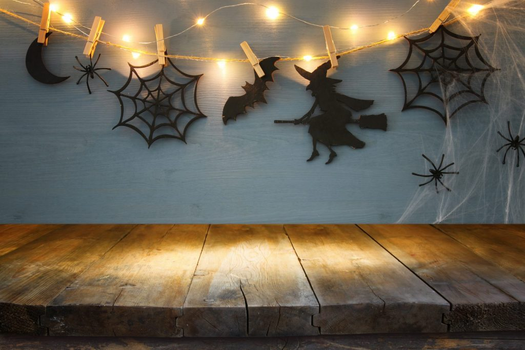 DIY Paper Decorations For An Amazing Halloween Party