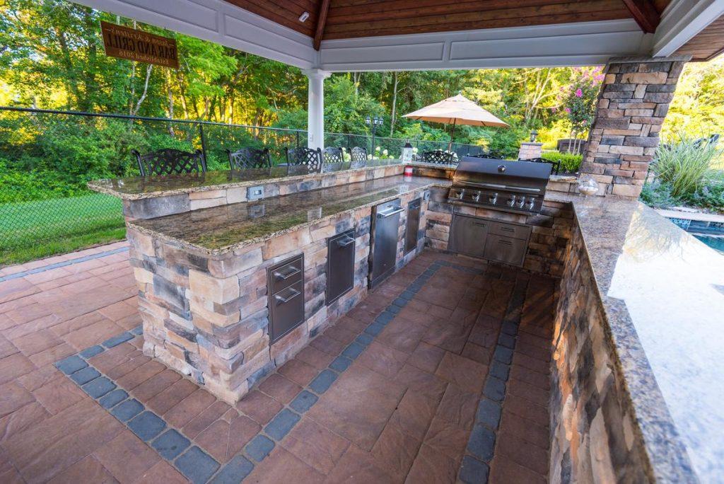 Elegant Outdoor Kitchen With Bar