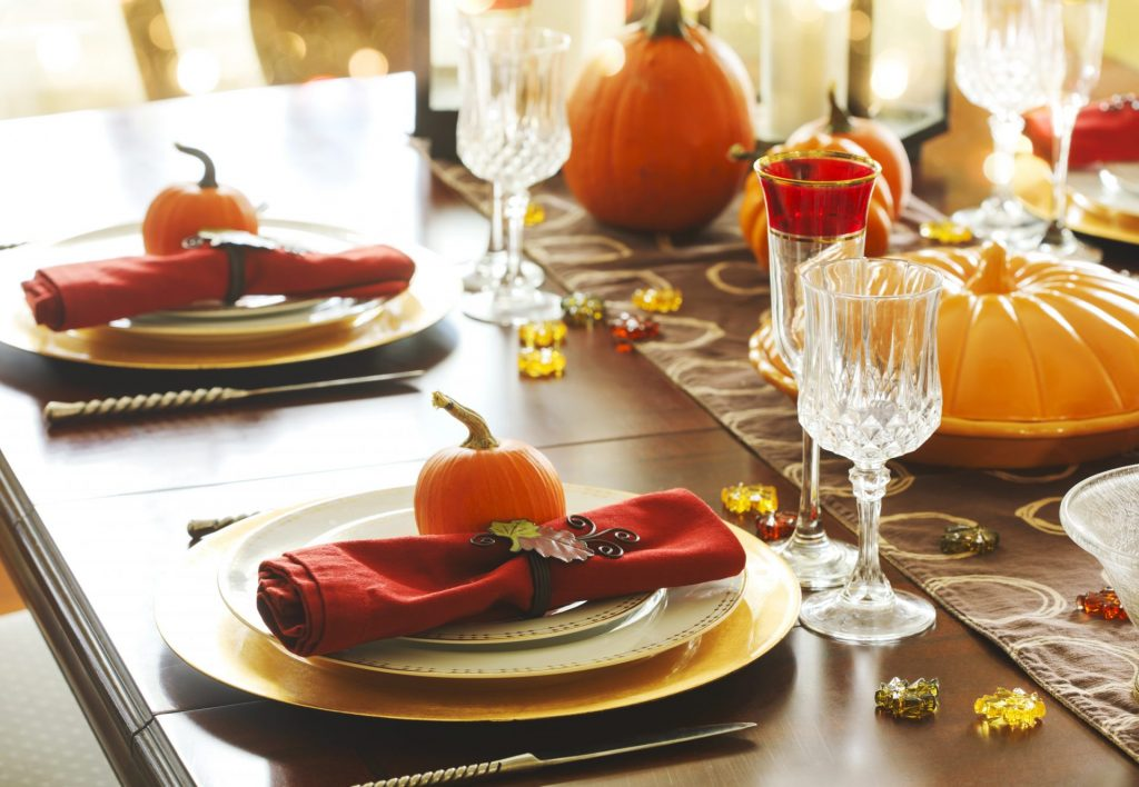 Red-napkins-for-Thanksgiving-table-setting-1920x1327
