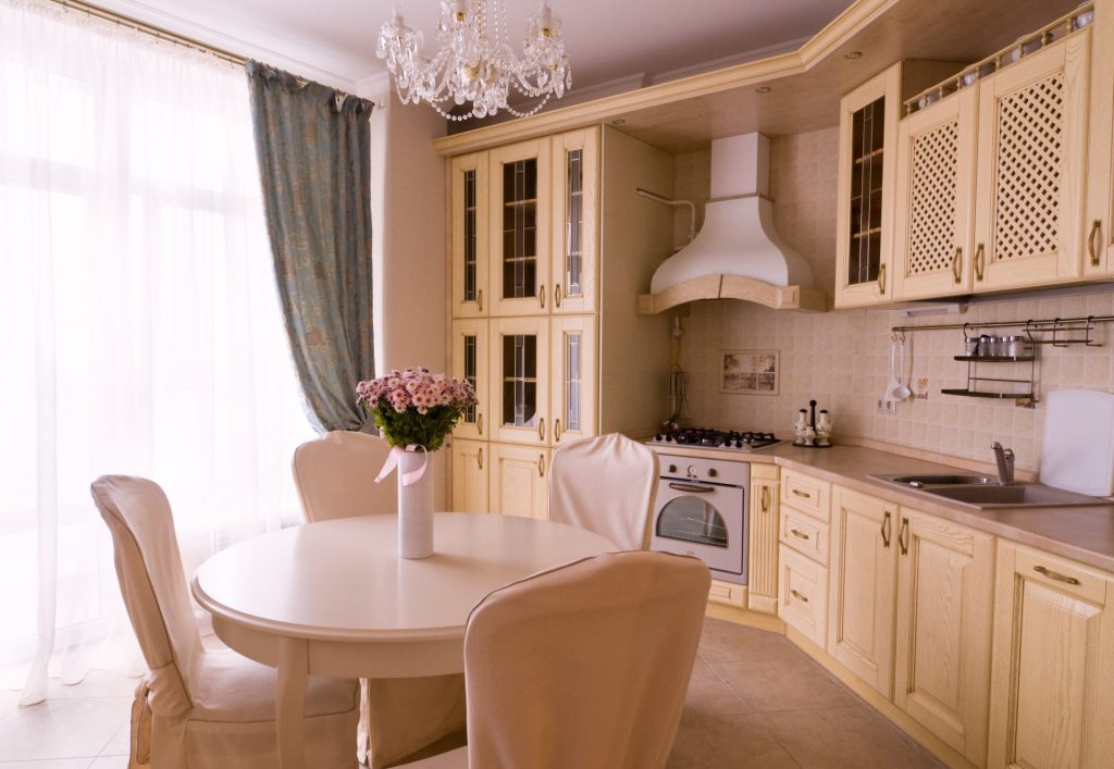 Use Simple Colors For An Astonishing English Kitchen