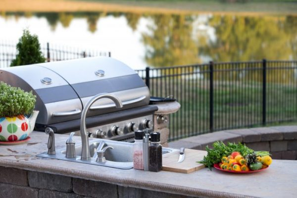 5 Best Ideas To Make Your Outdoor Kitchen Stunning