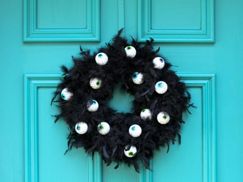 How To Make An Imposing Halloween Wreath?