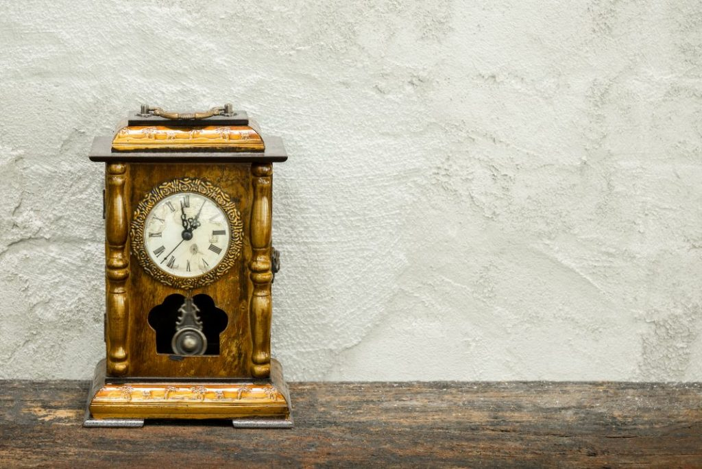 5 Incredible Grandfather Clocks To Give Your Home A Vintage Feel