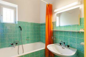 25 Best Bathroom Curtains For Creating A Good Feel