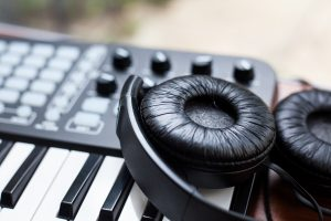 25 Best Portable Keyboards For Travelling Musicians